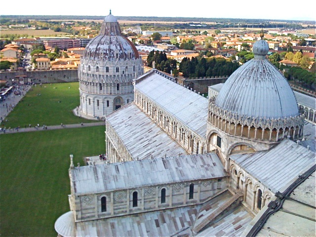 Pisa View over Cathedral.jpg
